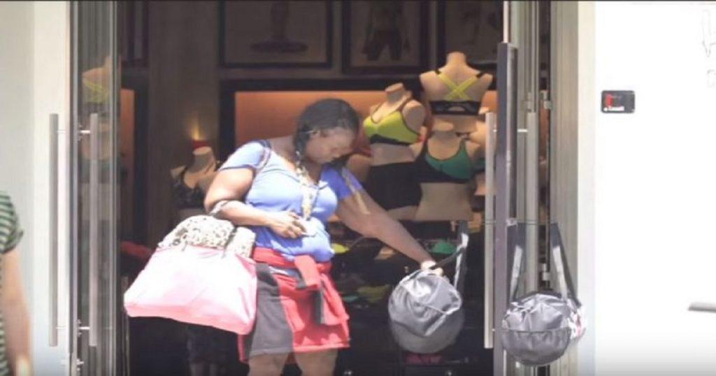 Έδωσαν χρήματα σε μια άστεγη γυναίκα κι εκείνη αντί να τα ξοδέψει σε ψώνια αγόρασε ένα κουτάβι.