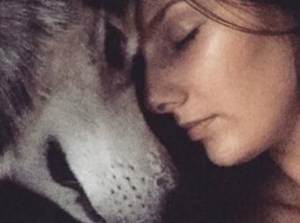 Όταν βρήκε ένα τραυματισμένο σκύλο στη μέση του δρόμου, δε μπορούσε να φανταστεί πόσο θα αλλάξει η ζωή της!