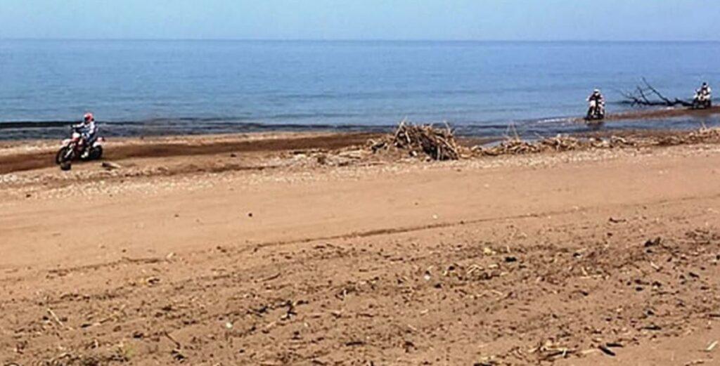 Ηλεία-Μεσσηνία: Άνθρωποι έκαναν αγώνες με μηχανές και γουρούνες εκεί που έχουν φωλιές οι Καρέτα-Καρέτα