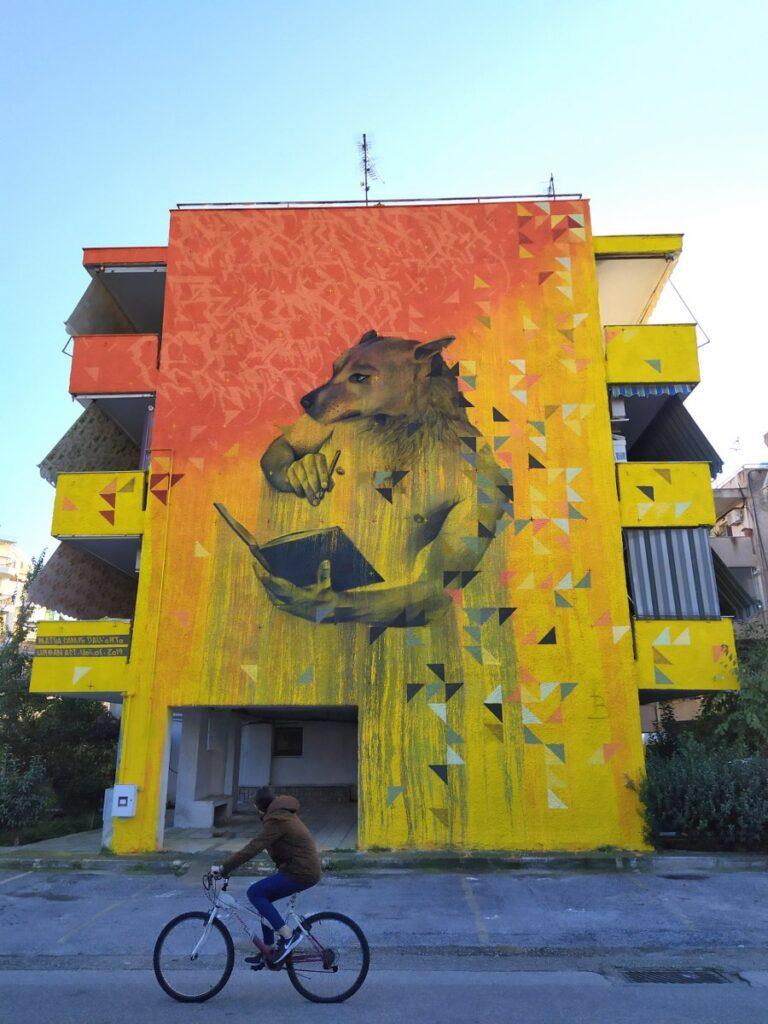 Ένα υπέροχο γκράφιτι αφιερωμένο στα αδέσποτα έγινε σε κτίριο στο Βόλο