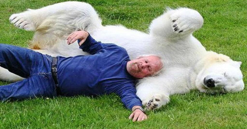 Θα ανατριχιάσετε: 11 Απίστευτοι Δεσμοί μεταξύ Ανθρώπων και Ζώων! (video)